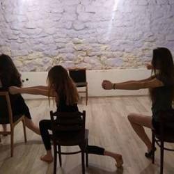 choreografia z krzesłami