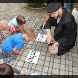 Cheder, w którym rebe uczy dzieci hebrajskiego.