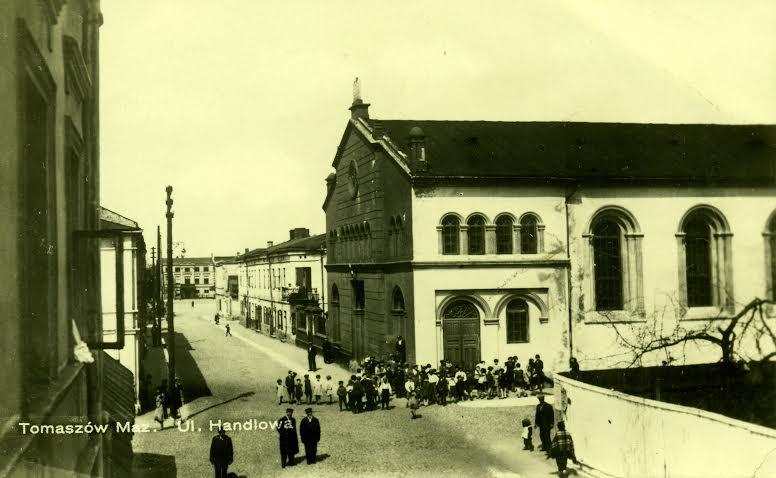 Wielka Synagoga na ulicy Handlowej (dziś ul. Berka Joselewicza). W głębi widać rynek św. Józefa. Rok 1930. Zbiory Jerzego Pawlika.