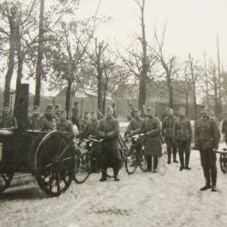 ok. 1940 roku, kolumna niemieckich żołnierzy przy ul. św. Antoniego