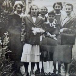 Halina Czapiga i jej siostry: Mania, Leokadia, Stanisława, Irena. Rok około 1955. Zbiory Agnieszki Misiak