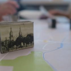 Szukanie śladów starego miasta w architekturze